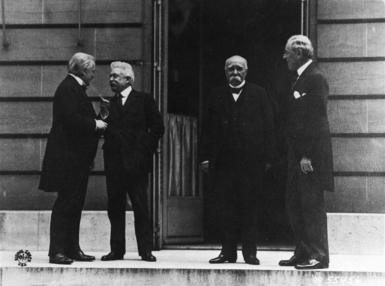 impact of treaty of versailles on weimar republic